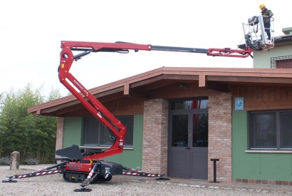 Hinowa: new rubber tracked aerial platform from the LightLift 13.70 family