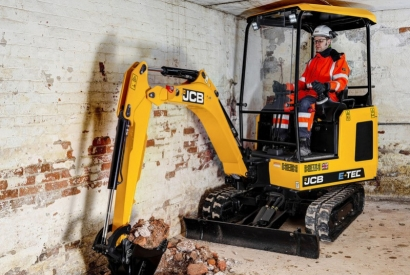 JCB amazes everybody with the first silent and eco-friendly mini-excavator